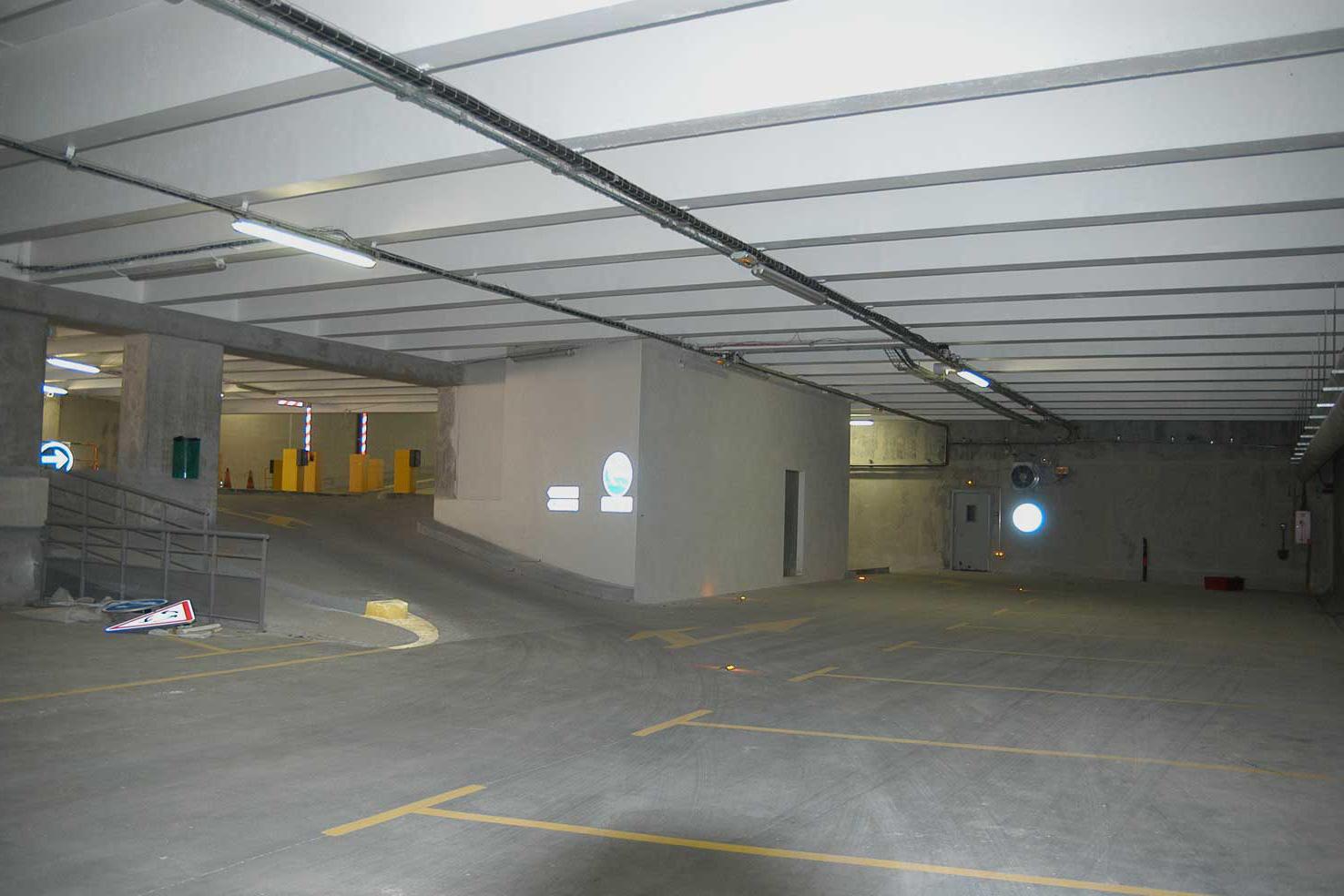 87-parking-salondames-img-(4)
